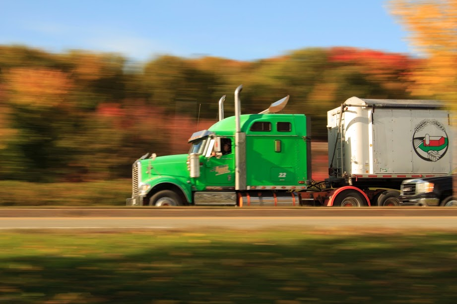 Looking for a Truck Driver Job? 5 Qualities You Should Have